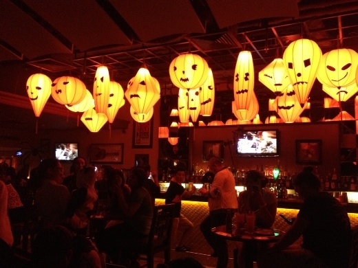 20141029-042619-halloween party at hard rock cafe_520x390