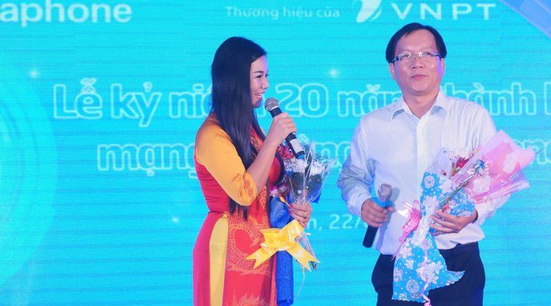Giám đốc công ty giao lưu với ca sĩ Dương Hồng Loan